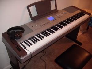 yamaha dgx640w digital piano review best digital pianos. Black Bedroom Furniture Sets. Home Design Ideas